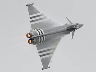 英军台风战机在表演