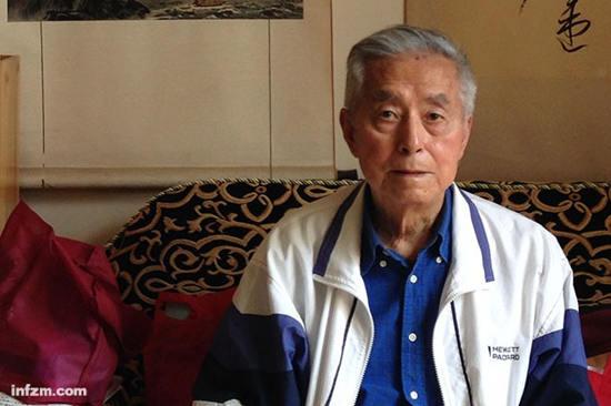 年过九旬的杨维骏依旧保持着革命年代的风格,这使他与现今的官场风气越来越格格不入。 (南方周末记者 刘炎迅/图)