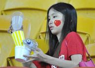中国球迷赛后主动带走垃圾