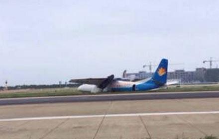 据@福州圈: 据朋友爆料,他所乘坐的飞机在长乐机场降落时,轮胎爆了