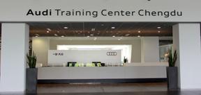 宽畅明亮的培训中心大楼展厅