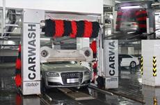 价值200万的智能360度洗车机器人