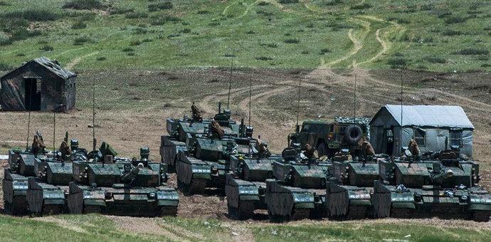 陆地猛虎:9辆99大改坦克集结壮观场面… [详细]