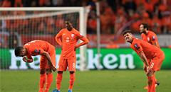 欧预赛-荷兰2-3出局 众将失落