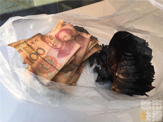 男子怕钱被偷放火炉 一万多辛苦钱变成一堆灰烬