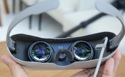 LG还推出VR眼镜、全景相机和球型机器人