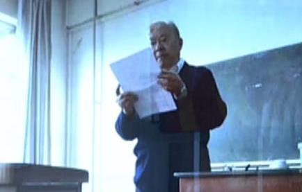 74岁老教授给学生做检讨
