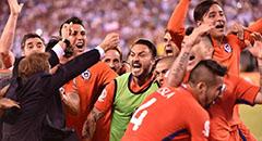 美洲杯-智利4-2夺冠 众将庆祝