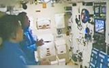 航天员首次同步收看新闻联播