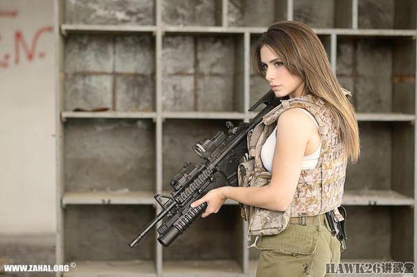 娇美模特拍摄战术装具广告 以色列人生财有道