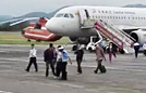 乘客抠下安全门航班滞留
