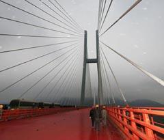 宣威普立乡尼珠河大桥铺设桥面