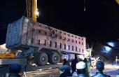 货车撞穿整排民房5死3伤