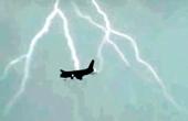 俄客机600米高空遭雷击