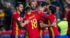 世预赛-西班牙4-1 众将簇拥