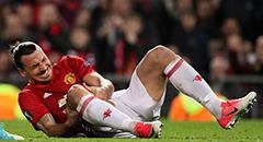 欧联杯-曼联2-1 伊布捂腿表情痛苦