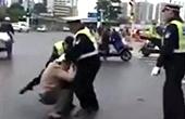 交警当街殴打男子被停职