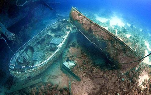 中国百慕大湖心沉船事件