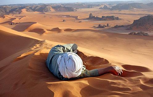 沙漠鬼城晴天响沙之迷
