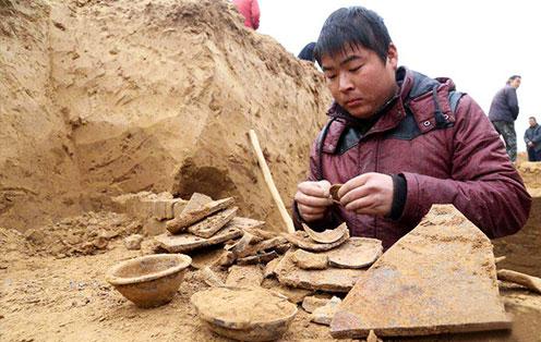 枯井底部连通的汉朝古墓