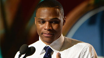 NBA威少当选常规赛MVP 发表感言激动哽咽