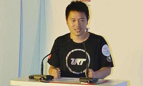 北京理工大学无人驾驶方程式车队队长潘博代表各参赛车队发言