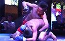 14岁孤儿铁笼中格斗搏击