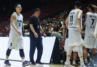 超级8篮球赛:深圳主帅与裁判争执率队退赛
