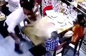 服务员将整锅热汤泼向男童