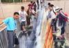 黄河3D玻璃桥仿佛行走在瀑布上