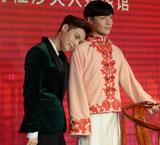 张艺兴揭幕二月红蜡像
