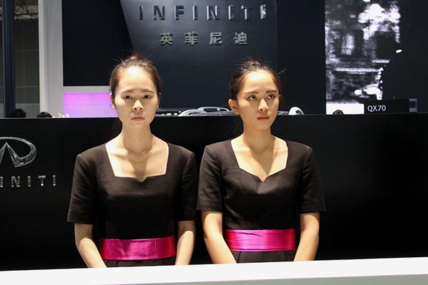 武汉车展起亚车模_美貌不输车模 看武汉车展前台哪家更动人-搜狐汽车